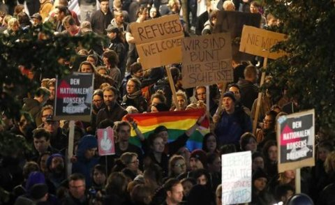 Protestgruppen in Berlin (Foto: Reuters).
